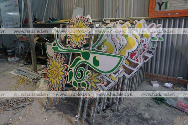 Hoa trang trí cột điện