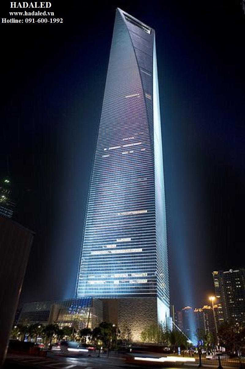 chiếu sáng mặt ngoài tòa nhà