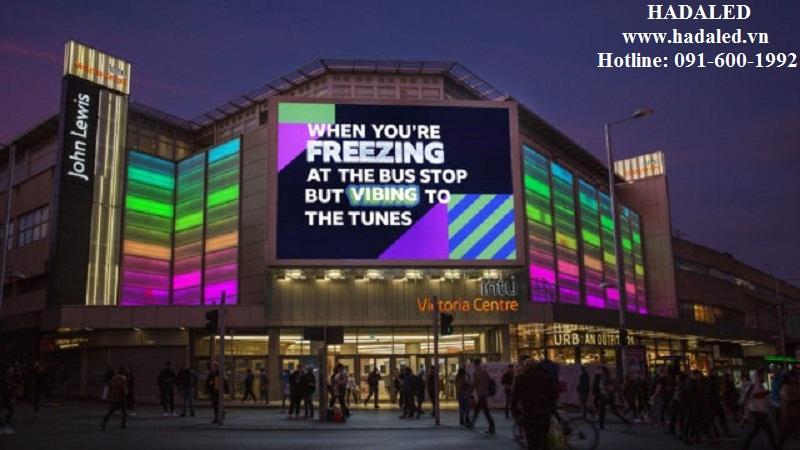 biển quảng cáo trên các tòa nhà