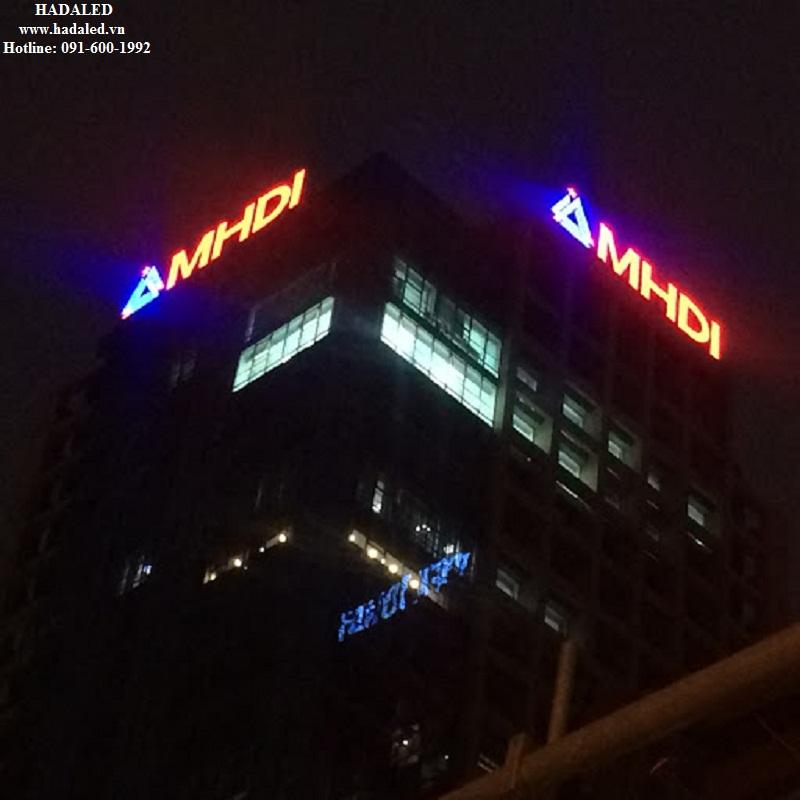 biển quảng cáo led trên nóc tòa nhà
